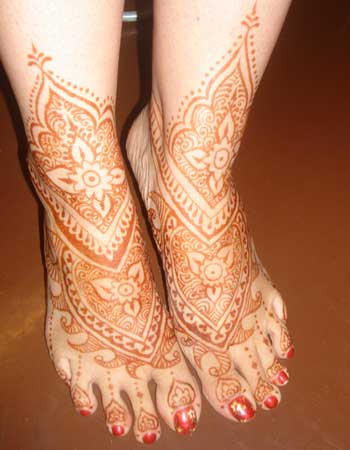 Design Your Feet with Henna